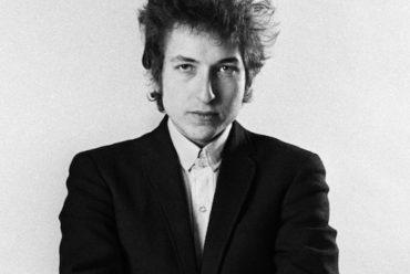 """""""Ha creato una nuova espressione poetica"""", Bob Dylan vince il Nobel per la letteratura"""