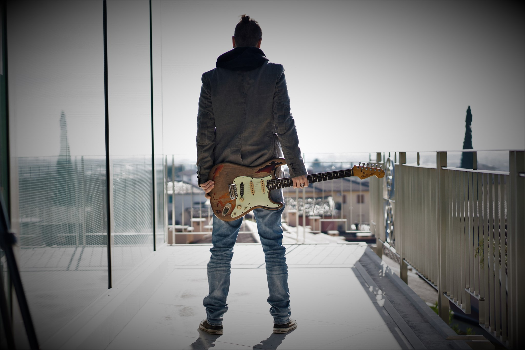 Pietro Cuppone è insegnante di chitarra acustica ed elettrica a School of Art, scuola di musica a Verona e Provincia